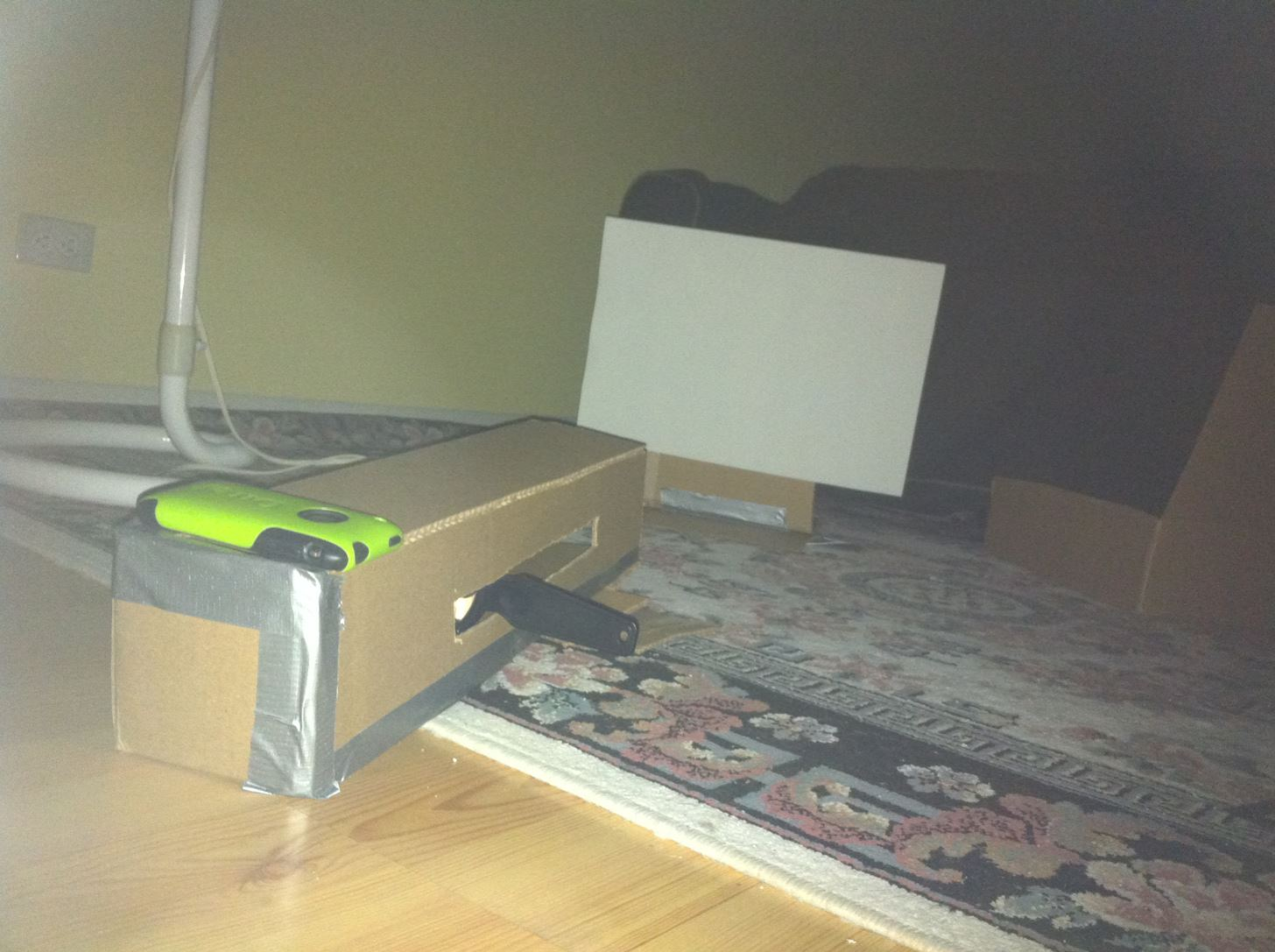 How to Make a Cheap iPod Projector and Screen