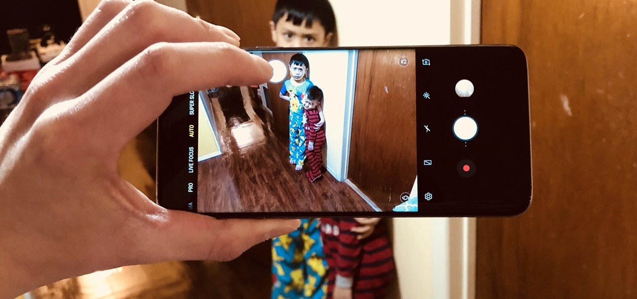 This Galaxy S9 Camera Feature Makes It Easy to Take Pictures When Your Hands Are Full