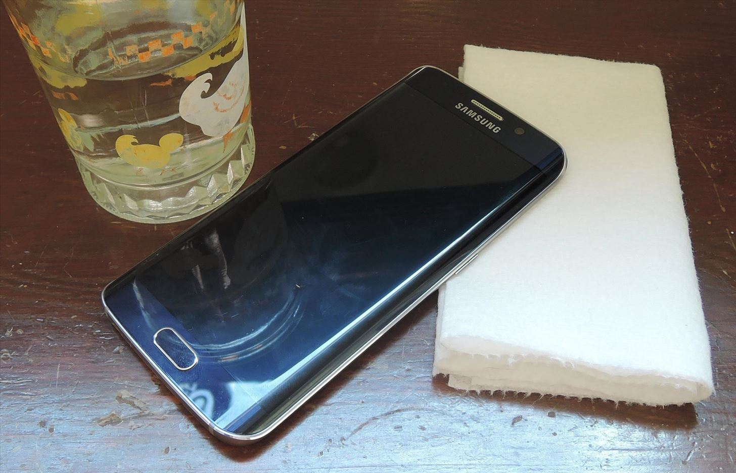 The Right Way to Clean Your Dirty Phone or Tablet