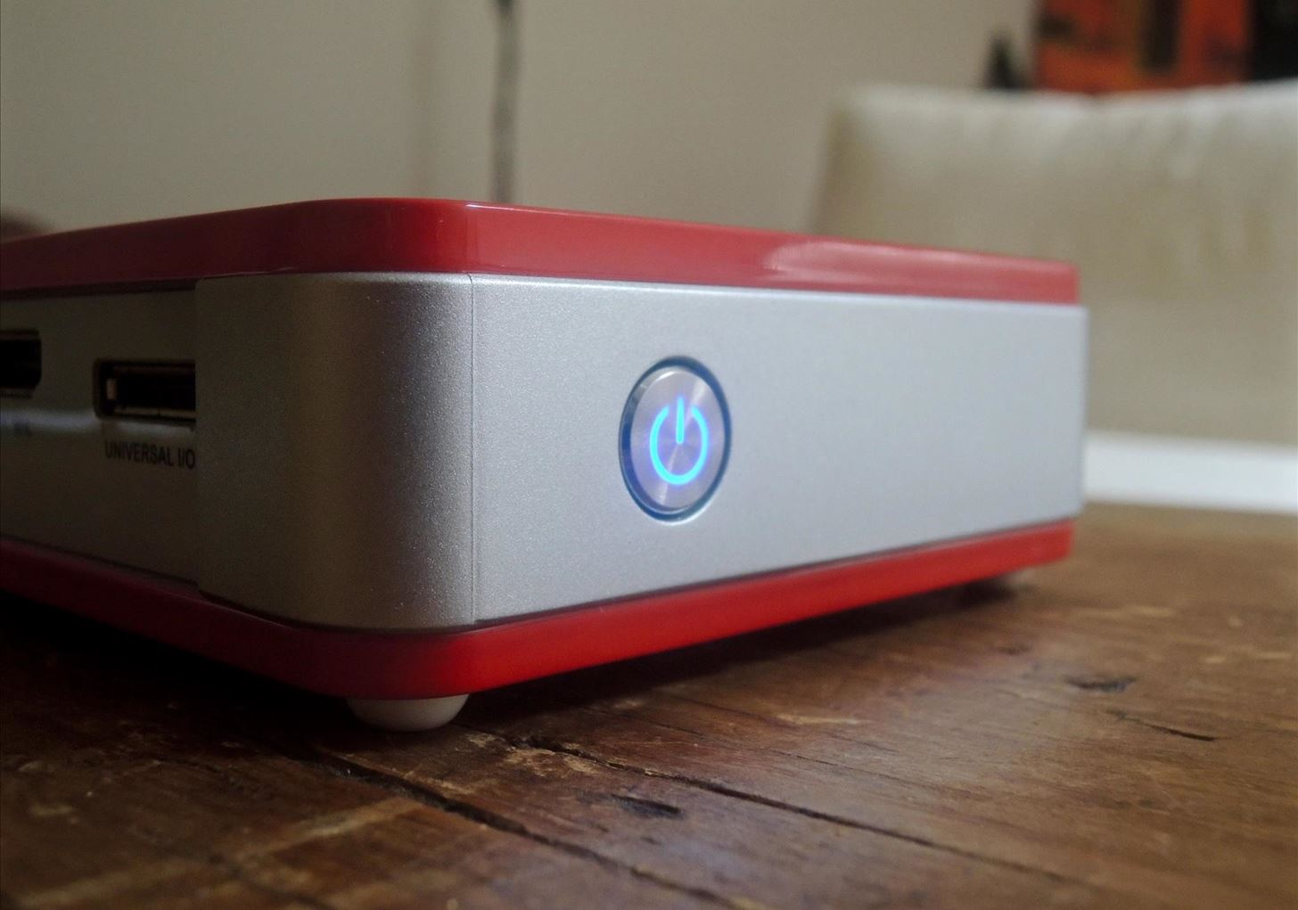 Review: The Qumi Q5 Pocket Projector Is a Solid On-the-Go