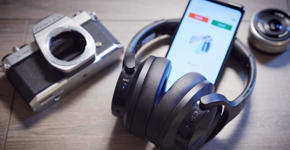 2019 Gift Guide: Must-Have Phone Accessories for Music Lovers & Audiophiles