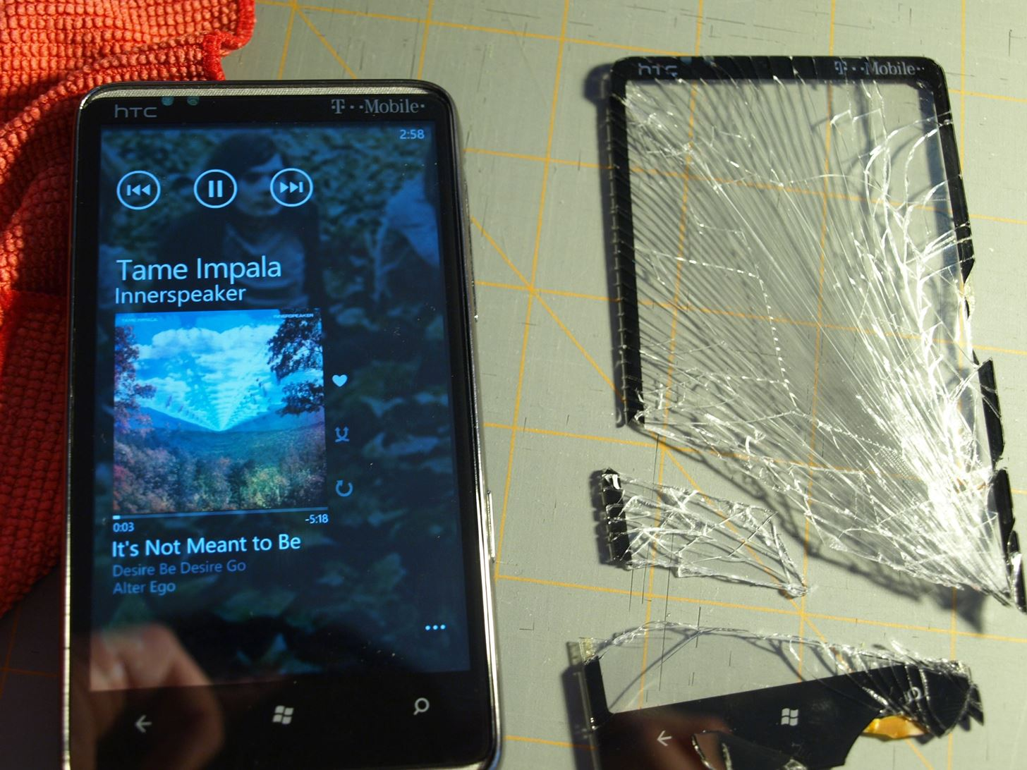 Diy Repair How To Fix Your Broken Smartphone Like A Pro Mobile Short Circuit The Screen Replaced And Working On An Htc Hd7 Image By Kg23 Flickr