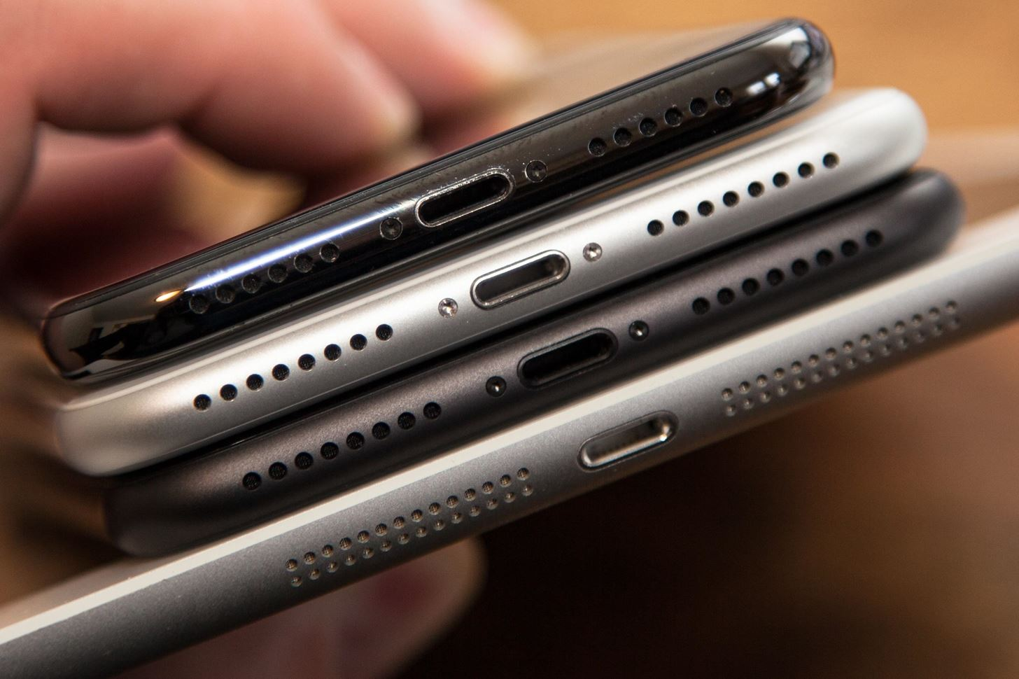 Your iPhone XS or XS Max Isn't Charging? Here's How to Fix