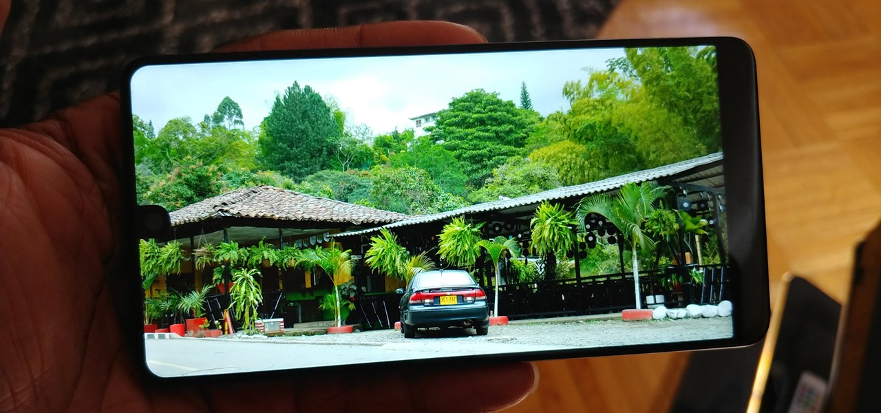 Make Apps Use the Entire Screen on Your Essential Phone — Even the Notch