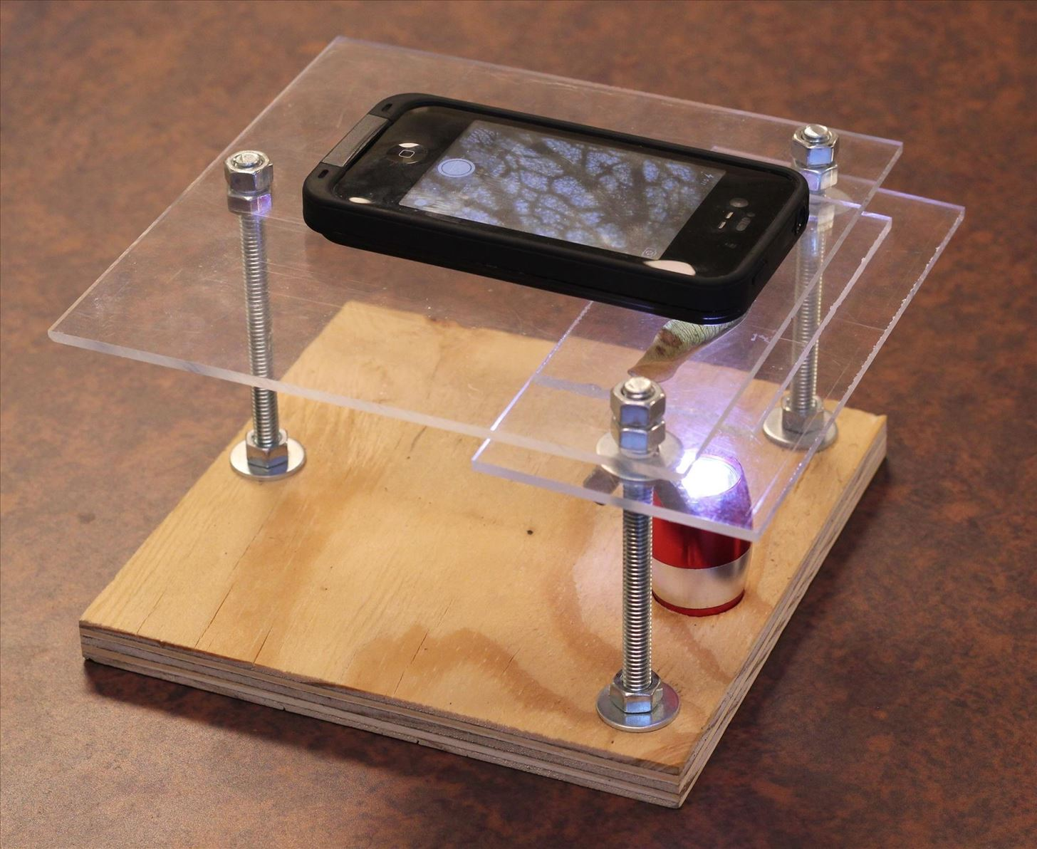 How to Turn Your Smartphone into a 175X Digital Microscope for Incredible Macro Photos