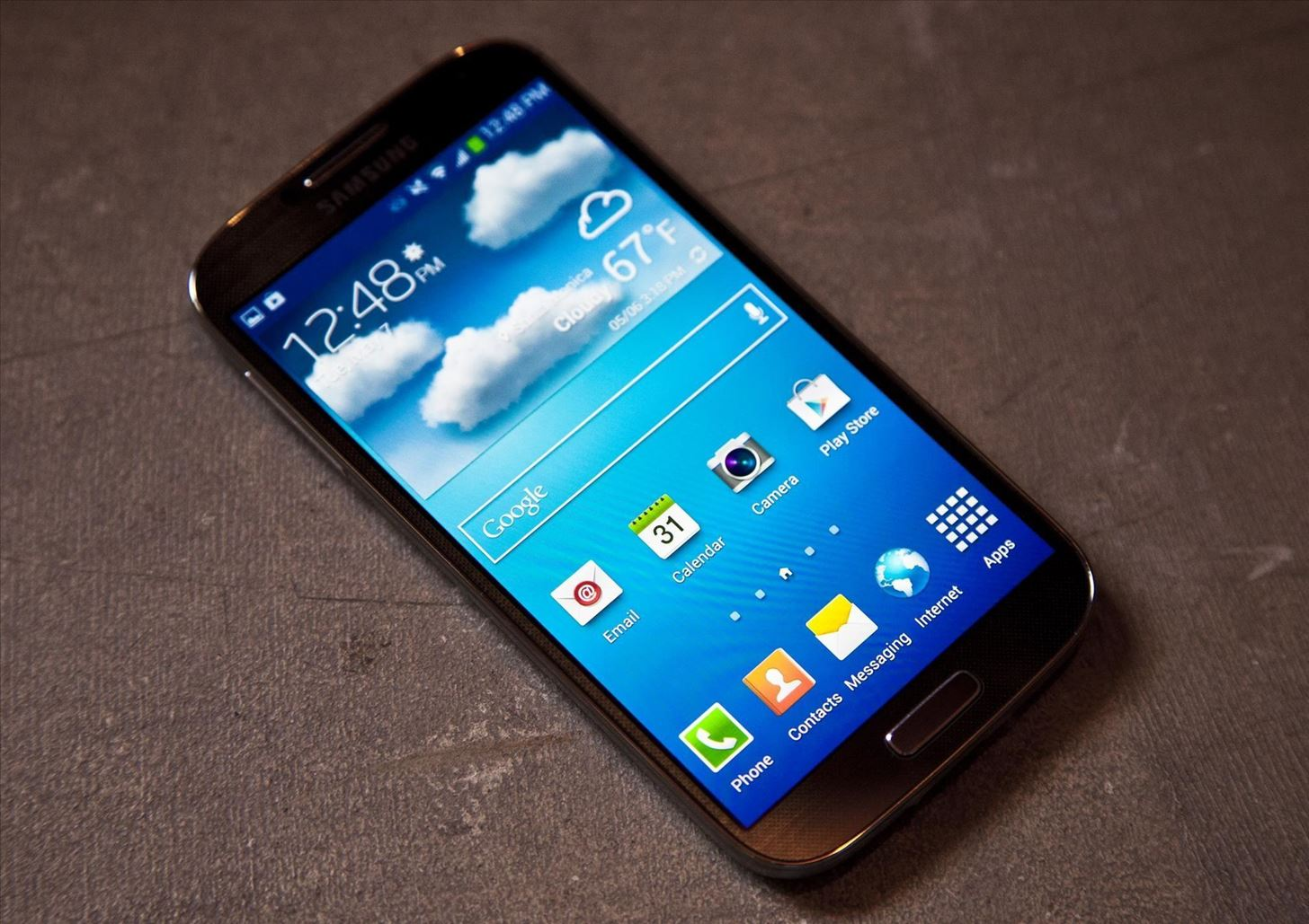 "A softModder's Review of the Samsung Galaxy S4: ""Best Android Phone on the Market"""
