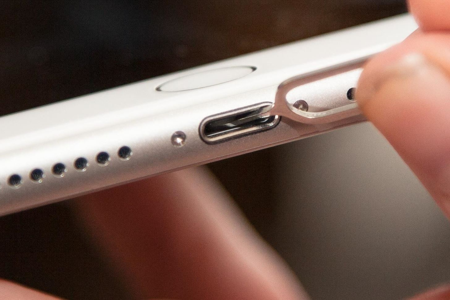 How to Fix an iPad, iPhone, or iPod Touch That Won't Charge Anymore