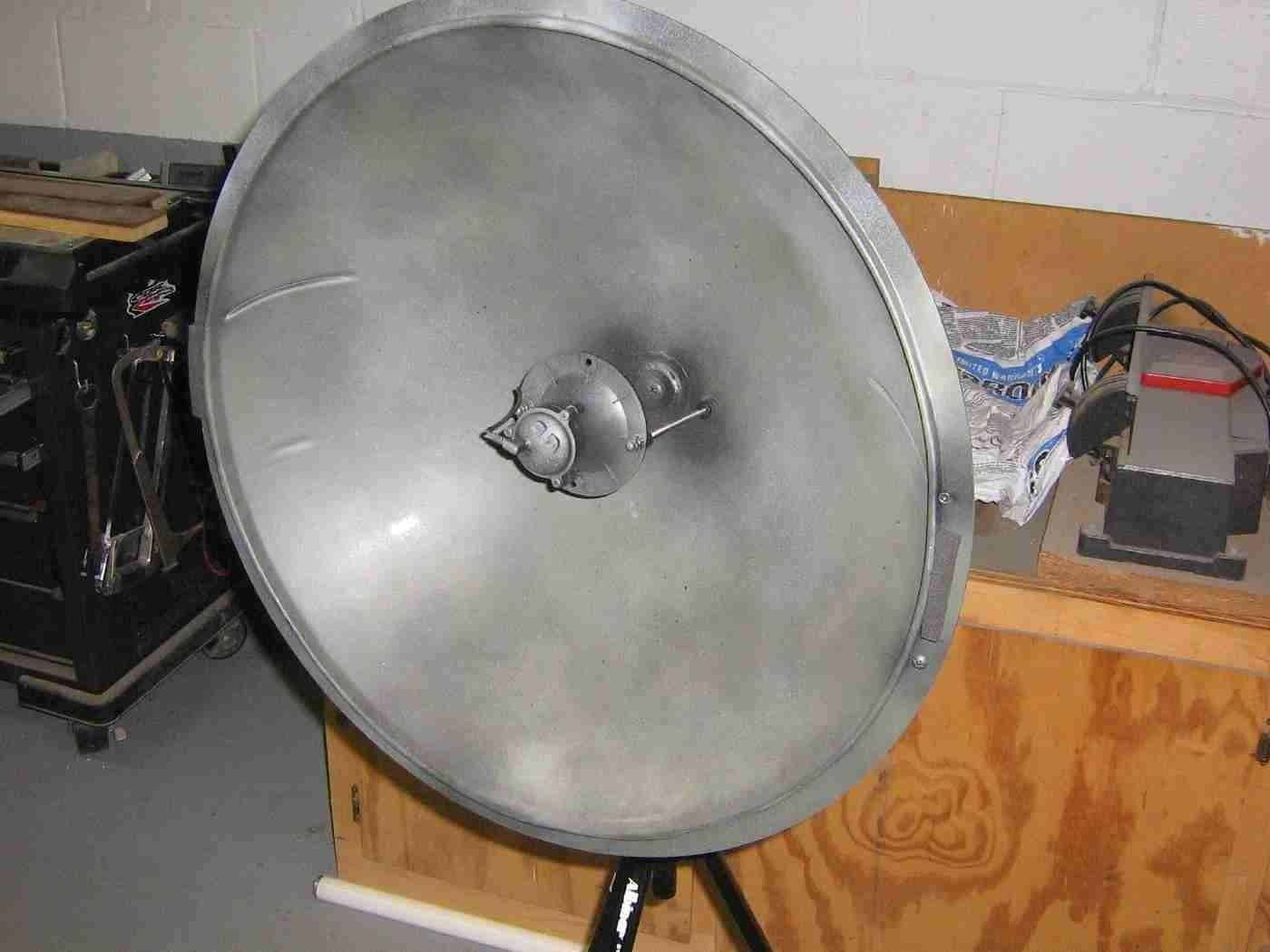 "Eavesdrop from a Distance with This DIY Parabolic ""Spy"" Microphone"
