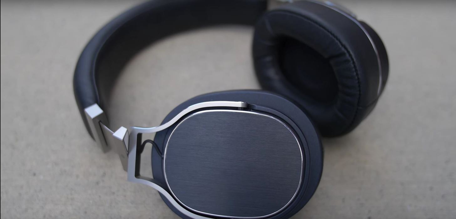 2018 Gift Guide: Must-Have Phone Accessories for Audiophiles