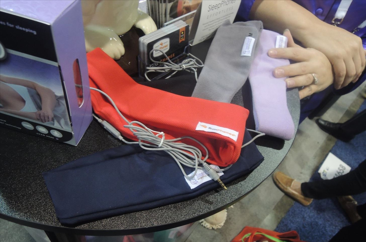CES 2015: These Headbands Are Really Comfortable Headphones for Sleeping or Running