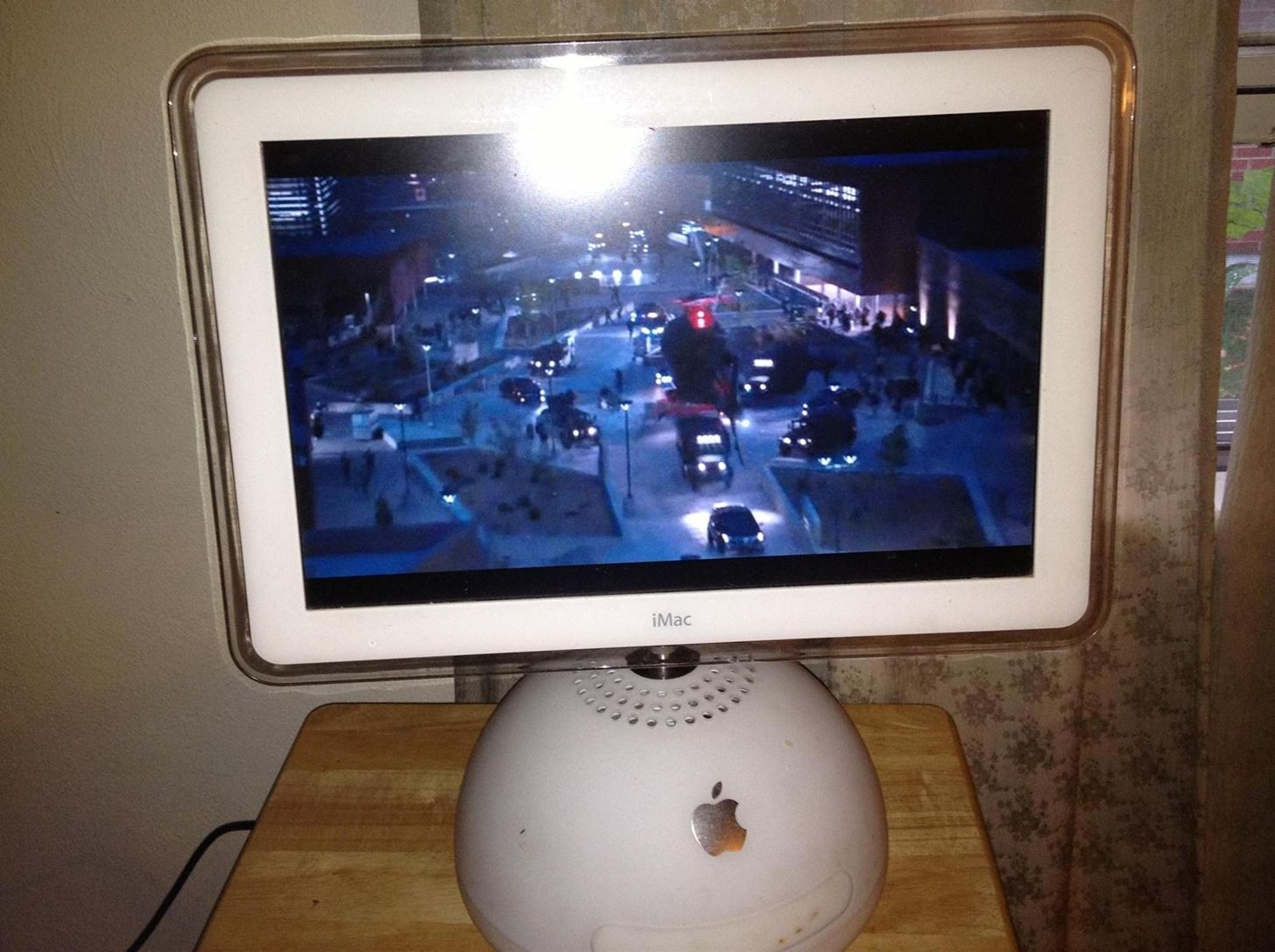 How to Convert Your Old Apple iMac G4 into a Cable-Ready HDTV