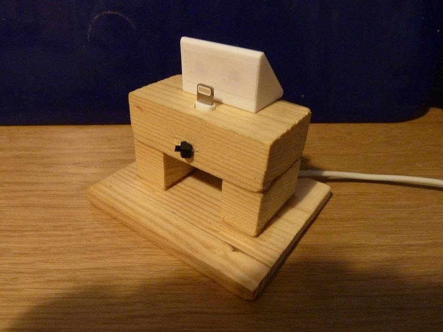 How to Get Around the Nonexistent iPhone 5 Dock