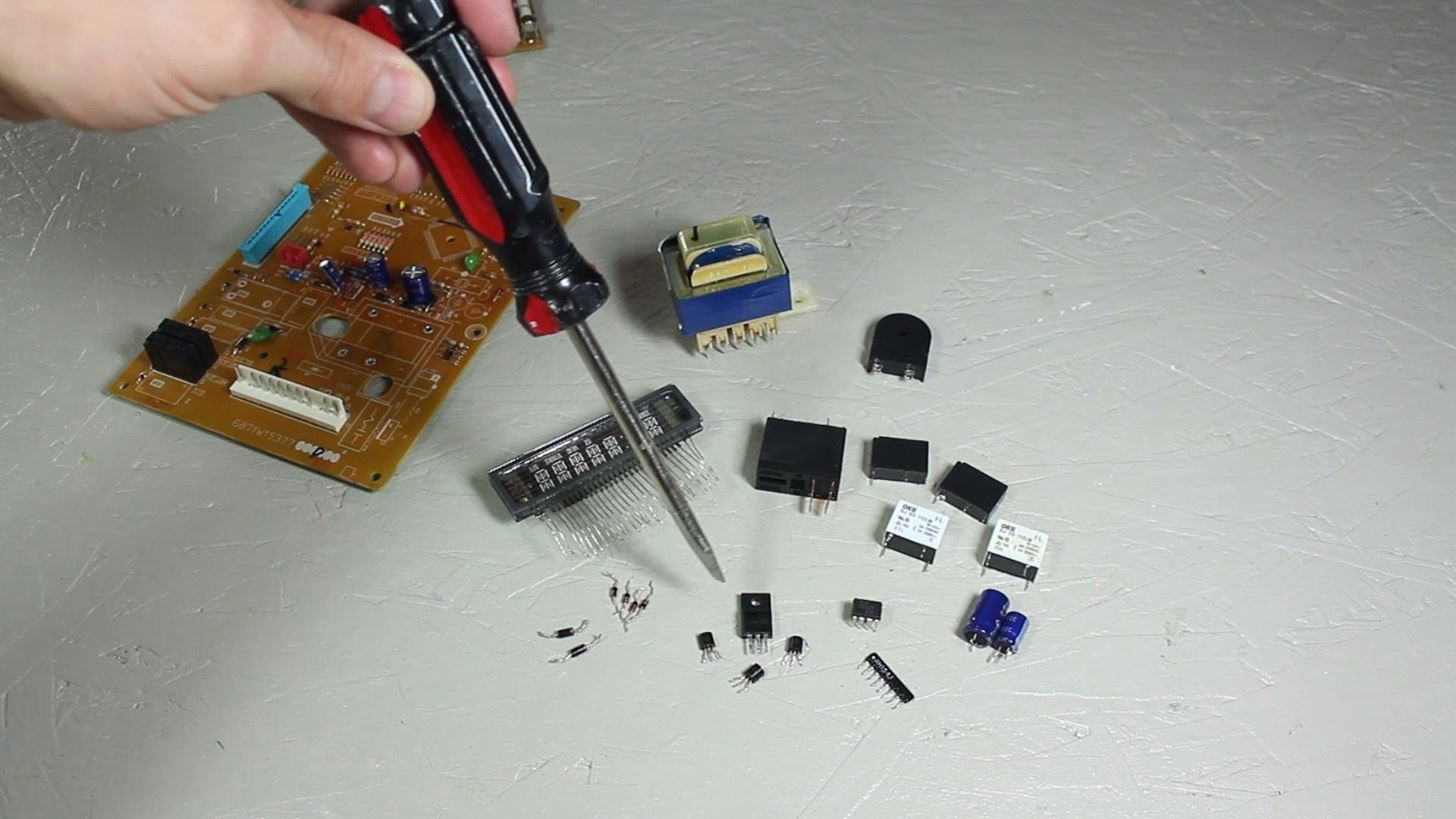 How to Scavenge High-Voltage Components from Your Neighbor's Trashed Microwave
