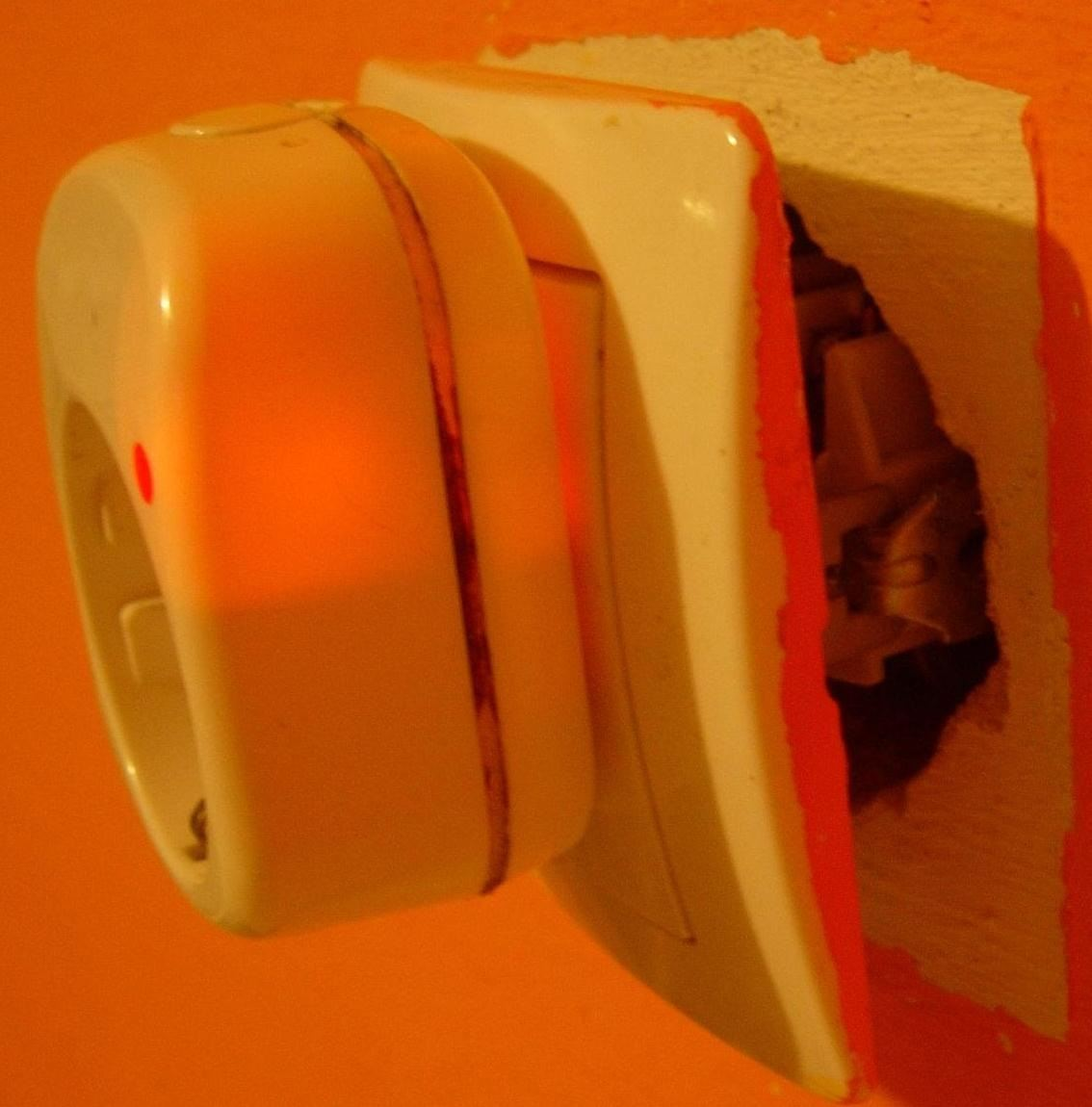 How to Place Your Electrical Socket Safely in the Wall If It Was Pulled Out