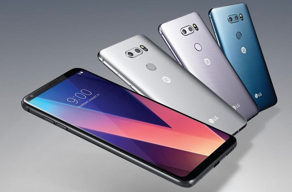 Apple vs. LG: How Does the iPhone X Compare to the LG V30?