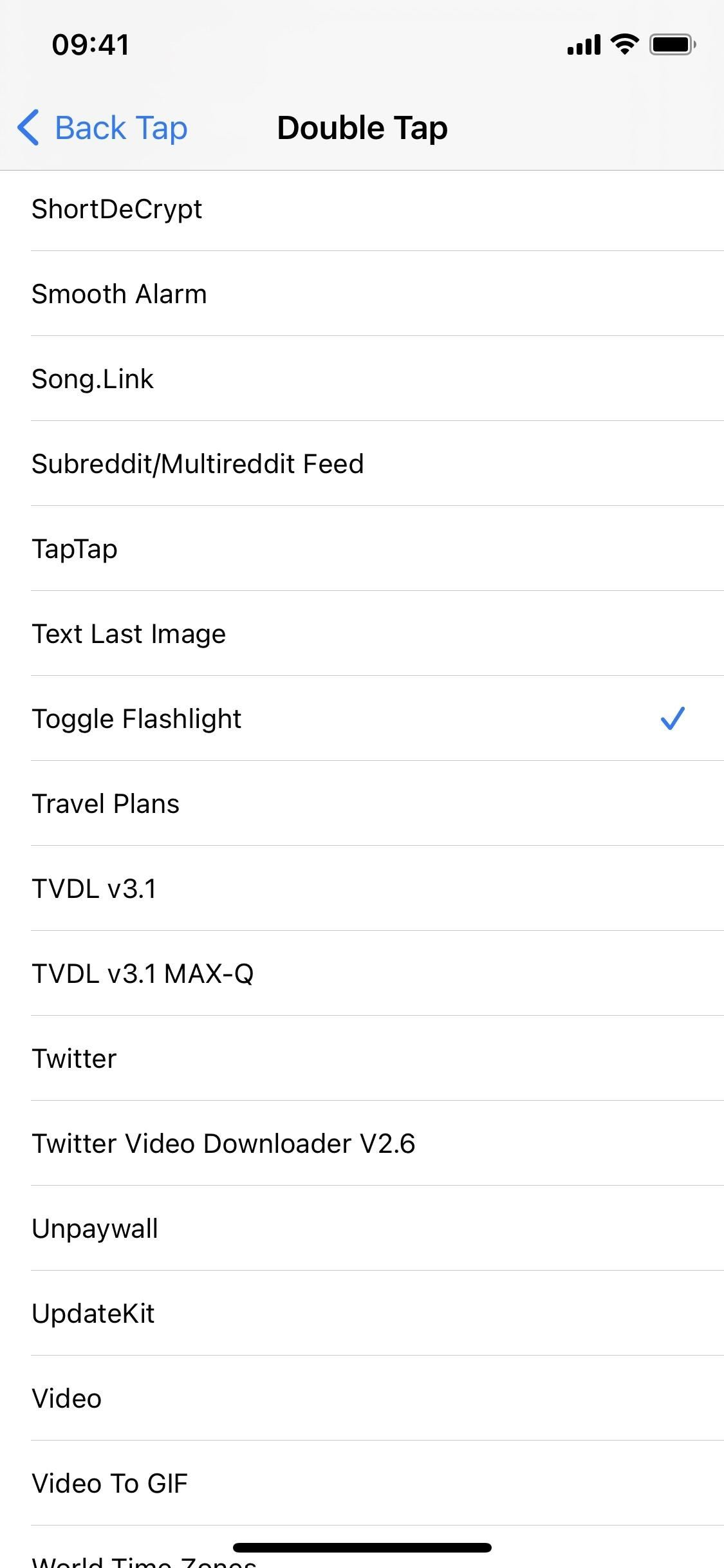 This Is Absolutely the Fastest, Most Convenient Way to Toggle Your iPhone's Flashlight On & Off (Hint: It's No Button)