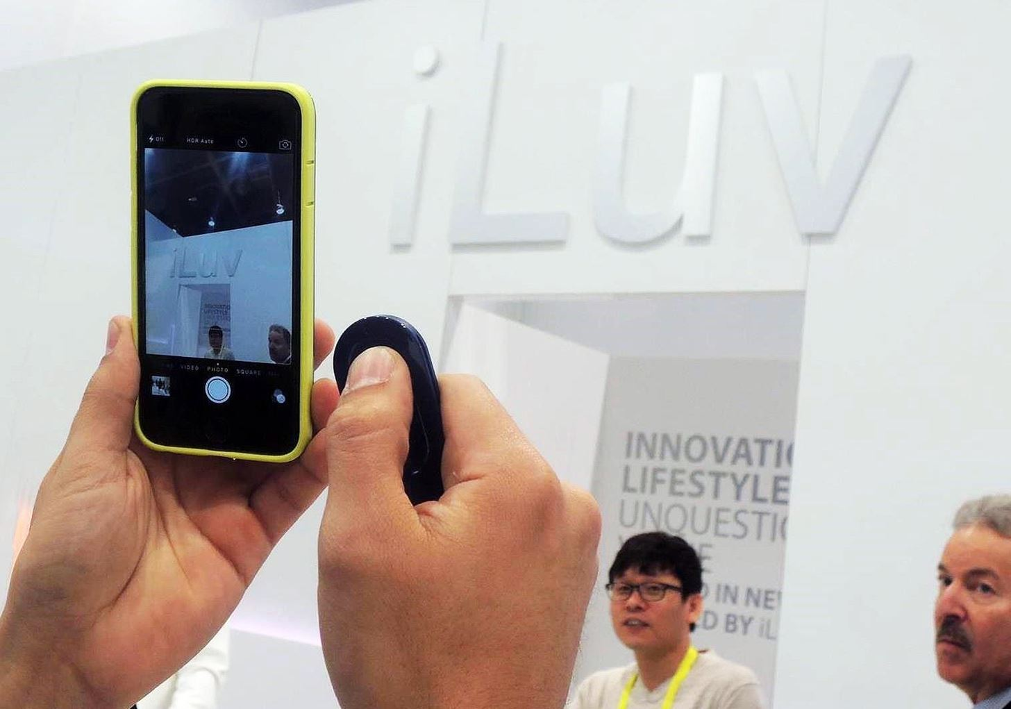 CES 2015: Use iLuv's Selfy Phone Case to Take Hands-Free Selfies & Sharper Photos