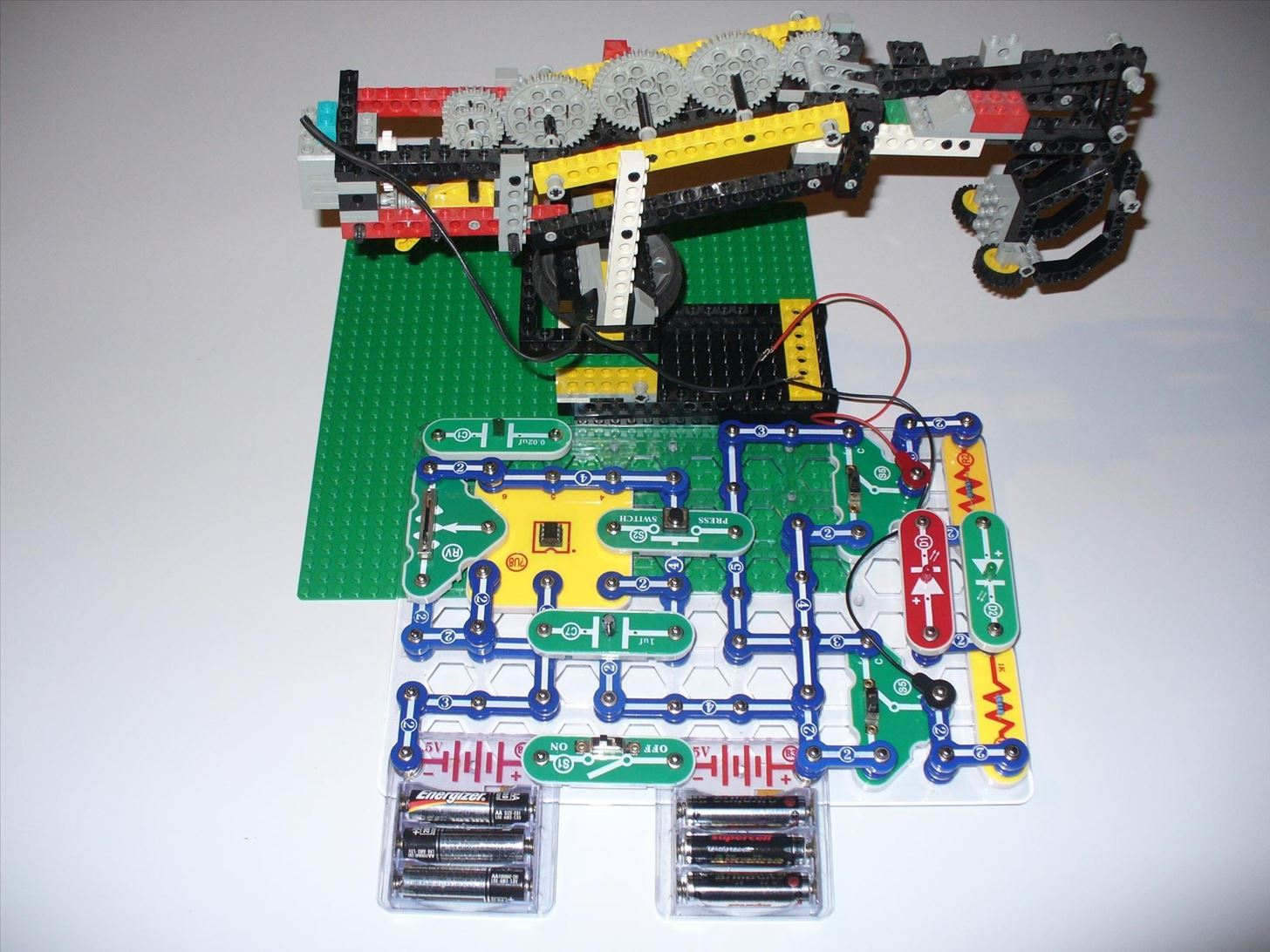 555 Timer Hacks: Cable Testers, Magnetic Stirrers, and Lego Grabbers Oh My!