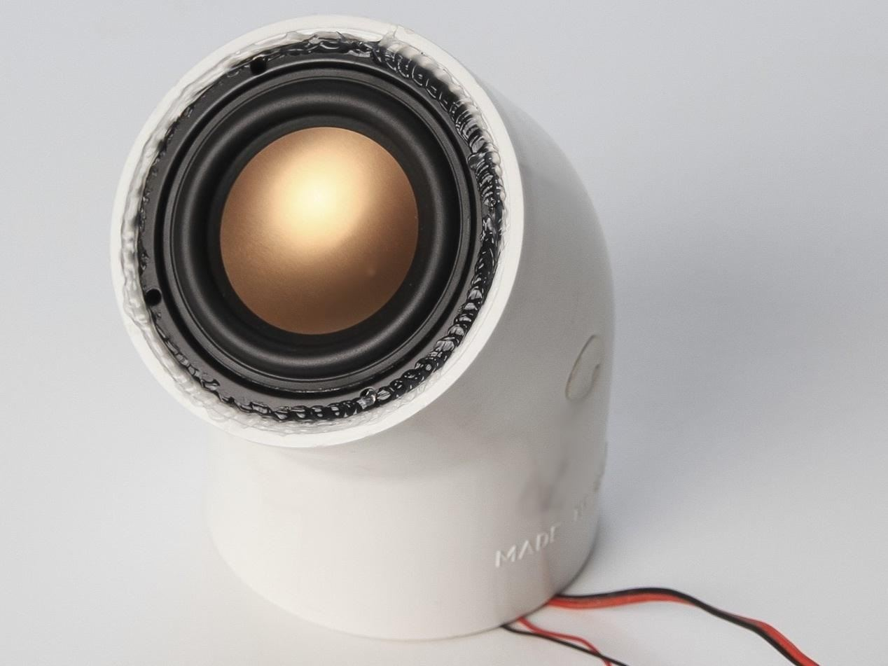 DIY Pulsating Light Rod Speakers That Dance to Your Music